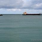 Bagger in der Hafeneinfahrt von Hirtshals