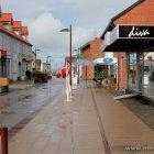 Hirtshals Innenstadt nach einem Regenschauer