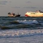 Trawler trifft Fähre
