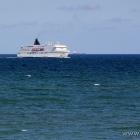 Norröna vor der Hafeneinfahrt